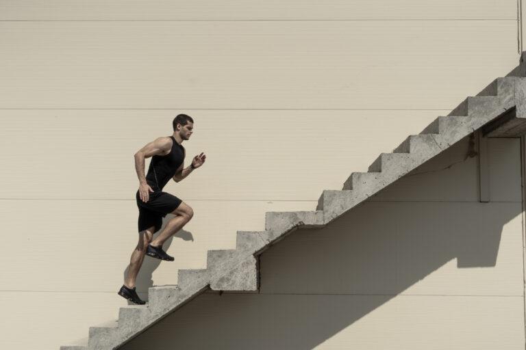 رياضة صعود الدرج : رياضة مذهلة منافعها يجهلها الكثيرون