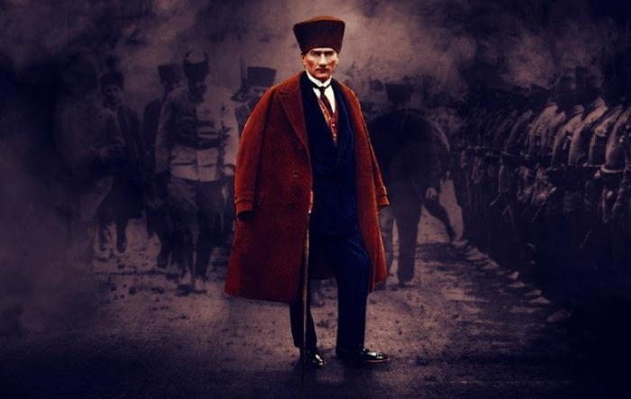 مصطفى كمال أتاتورك الذي ألغى الخلافة العثمانية وأسس الجمهورية التركية العلمانية