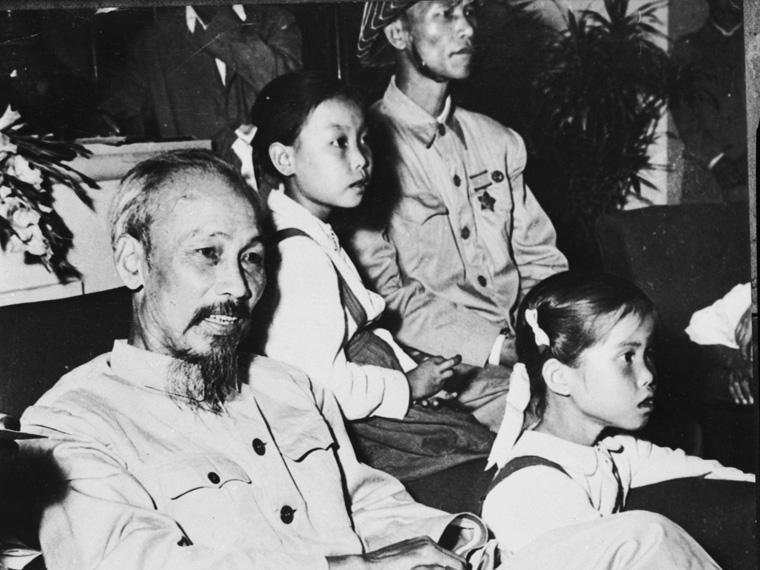 القائد الشيوعي هو تشي مينه
