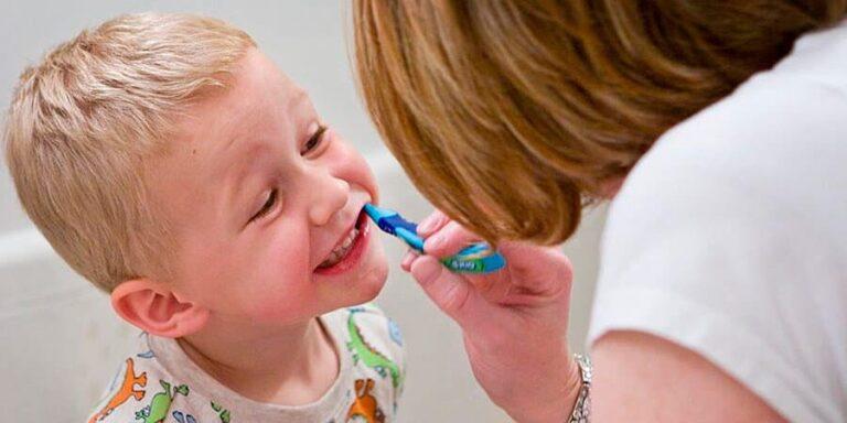 رائحة الفم الكريهة عند الأطفال : الأسباب والعلاج